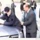 Silvio Berlusconi näitab taset