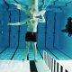 Hulljulge teadlane on nõus basseinis laetud relva ees seisma