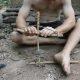 Primitiivse tehnoloogia vend on tagasi – nüüd näitab ta, kuidas ehitada kiviaja trelli
