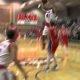 Ülikooli korvpallimängija hävitab vastase – hüppab üle mängija ja paneb pealt, maandub kukile