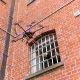 Narkodroon – turvakaamera jäädvustab drooni, mis veab narkootikume ja telefone vanglasse