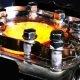Vaata, mis toimub sisepõlemismootoris läbi klaasist mootori pea