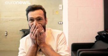 55-aastane kodutu Hispaania mees saab tasuta meikoveri, mis toob talle pisarad näole