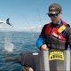 Skuutriga kalamees ehmatab poolsurnuks, kui hai otsustab seljataga backflippi teha