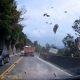 Püha jumal: Hiina autojuht pääseb napilt surmasuust, kui nina ette suur kivi kukub