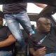 Vahepeal Lõuna-Aafrikas – rahvas koguneb vabadele platsidele, kus oma BMW rehve põletada