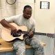 Ed Sheerani ja Eminemi segu – sõjaväelane näitab oma varjatud talenti