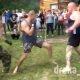 Vahepeal venemaal… mees nagu tank võtab MMA-s ette kaks vastast korraga