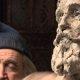 See on kunstiteos! Vaata, kuidas see andeks skulptor savist vanamehe kuju voolib