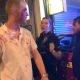Politsei tuleb baarikaklusele muljetavaldava manöövriga – võiks ilmselt edaspidi võtta kofeiinivaba kohvi