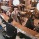 Turvakaamera linti jäi 20 inimesega baarikaklus, kust ei puudu ka lendavad toolid