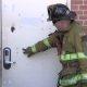 Vaata, kuidas päästeamet murrab maha metallist ukse