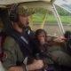Mees päästab väikese šimpansi salaküttide eest, naudivad koos lennukist vaadet