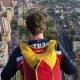 Travis Pastrana teeb B.A.S.E. hüppe mahajäetud majalt Johannesburgis