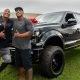 Dwayne Johnson kingib oma nõbule ja samas ka kehadublandile uue auto
