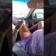 Nõrganärvilistele keelatud – mees on roolis, kolm last istuvad tagareas ja ema sünnitab esiistmel